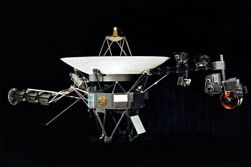 В 2013 году было официально объявлено: первый искусственный объект, космический долгожитель «Вояджер-1» вышел за границу Солнечной системы, попав в межзвездную среду.