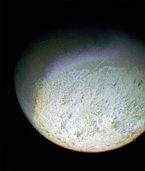 Тритон. Крупный спутник планеты Нептун. 1989 год.