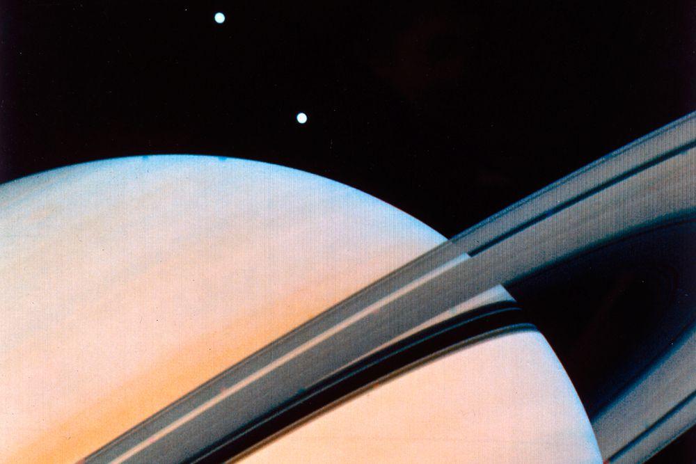 Сатурн. Снимок получен с зонда «Вояджер-1» в конце 1979 год.