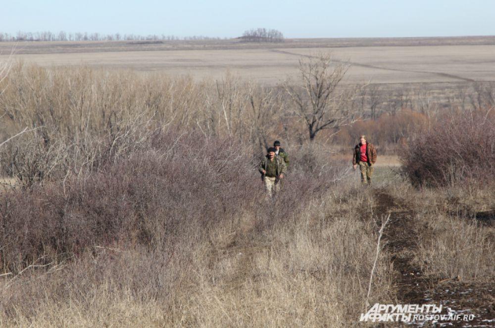 Спустя час мы приехали в вольер, где в естественной среде, под присмотром людей, живут около 50 оленей. Два года назад 20 благородных оленей завезли сюда из Литвы. Без наблюдения людей, в лесу проживает пять голов оленей.