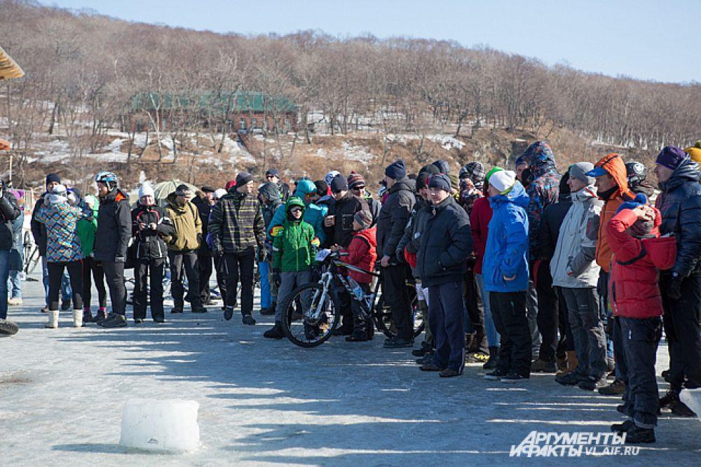 Не смотря на мороз и участников, и зрителей было немало.