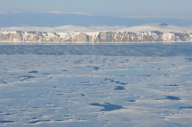 Лёд Байкала в Листвянке.