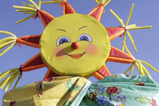 Символ Масленицы - блины - похож на тёплое солнышко.