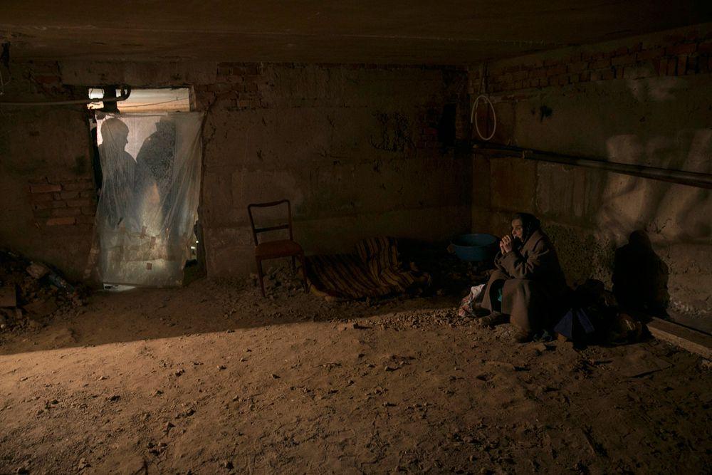 Жительница Енакиевов в подвале собственного дома.