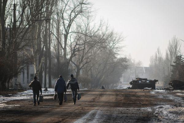 «В первую очередь, мы просто уничтожим дебальцевский котел с украинскими военнослужащими, где на данный момент находится от 6 до 8 тыс. человек. Потом мы отберем у противника Мариуполь, а когда это будет сделано, то мы бросим все свои силы на то, чтобы взять Харьков», – пообещал Захарченко.