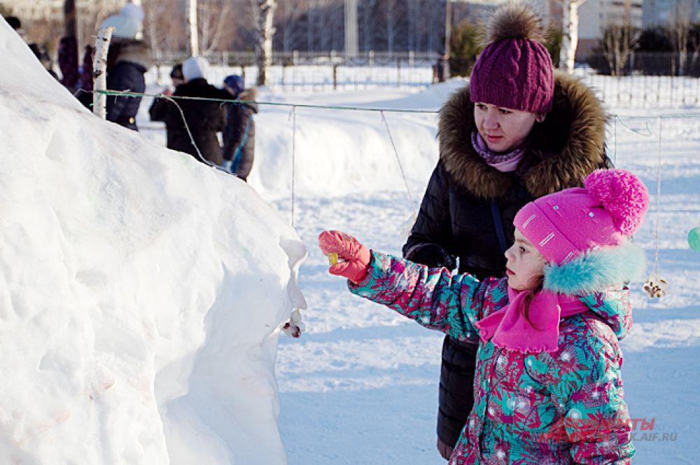 ... любоваться снежными скульптурами и ледяными узорами...