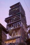 Миллиардер Мукеш Амбани построил в центре Мумбаи 27-этажное здание высотой 173 метра. В общей сложности, на возведение жилища ушел 1 млрд долларов. В доме спокойно уместились бы все 60 этажей, но заказчик настоял на высоких потолках. Здесь есть все: висячие сады, двухэтажный фитнес-центр, три вертолетные площадки, кинотеатр на 50 человек, подземный гараж на 168 машин и ледяная комната с пушками, стреляющими снегом. В доме живет семья — супруга, трое детей и мама миллиардера. В Antilia работает 600 человек обслуживающего персонала — из расчета 100 сотрудников на члена семьи.