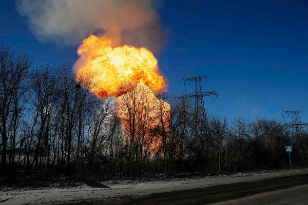 Взрыв недалеко от Дебальцево.