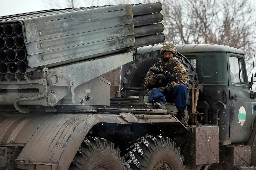 Украинские военные в районе Дебальцево.