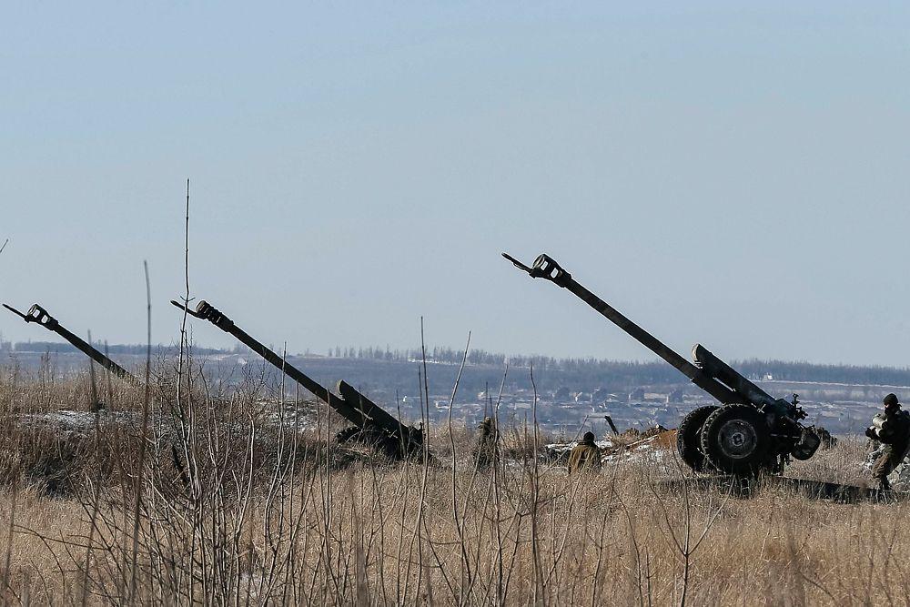Пушки украинских вооруженных сил близ Дебальцево.