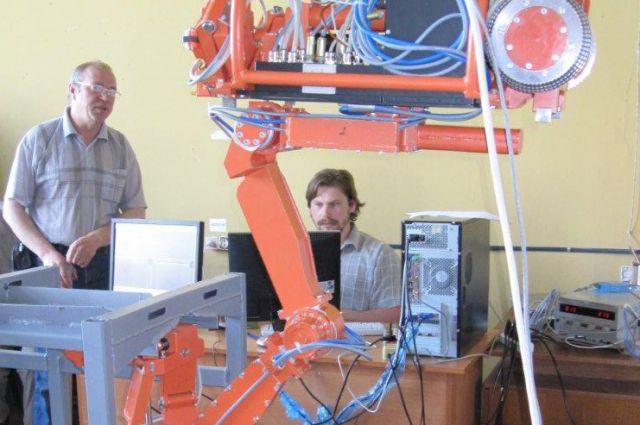 Специалисты института испытывают универсальный диагностический комплекс.