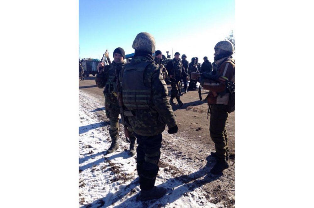 Украинские военные покидают Дебальцево