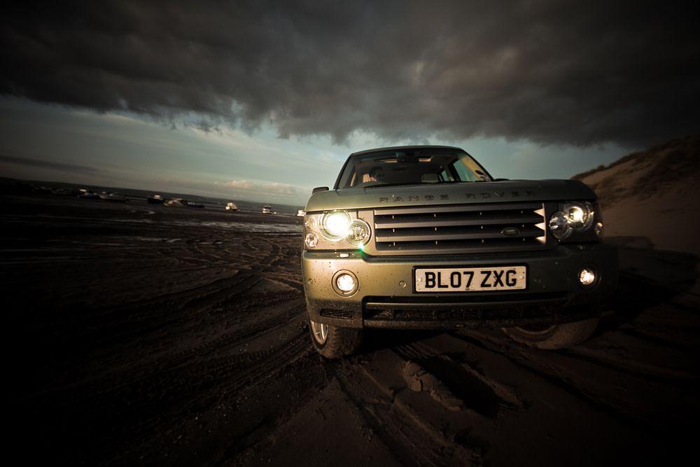 Компанию ему составили бензиновая версия старого Range Rover (14,9 л/100 км).
