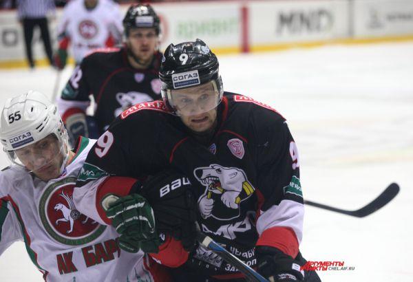 Нападающий Андрей Попов