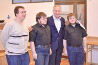 Ректор ВГУЭС поздравляет команду студентов с успешным выступлением в Сибирской группе полуфинального этапа командного чемпионата мира по программированию.