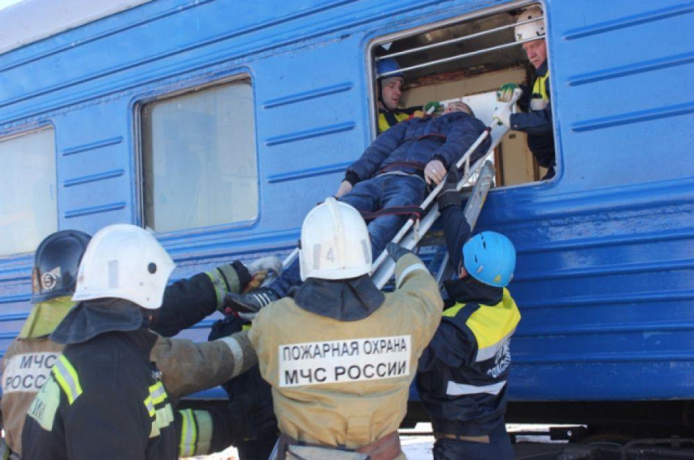 ...найти и эвакуировать пострадавших...