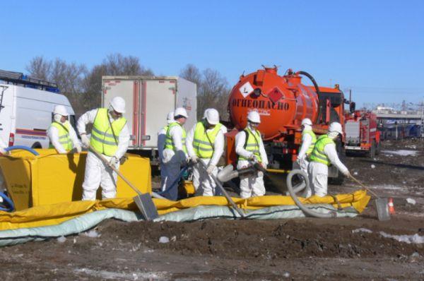 Работы по ликвидации утечки аварийных химически опасных веществ.