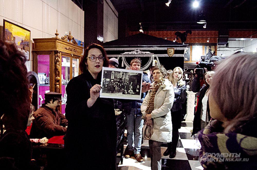 Перед его началом сотрудники музея провели бесплатную экскурсию для зрителей.