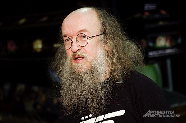 Сергей Летов старше Егора на 8 лет. Он родился в 1956 году в Казахстане.