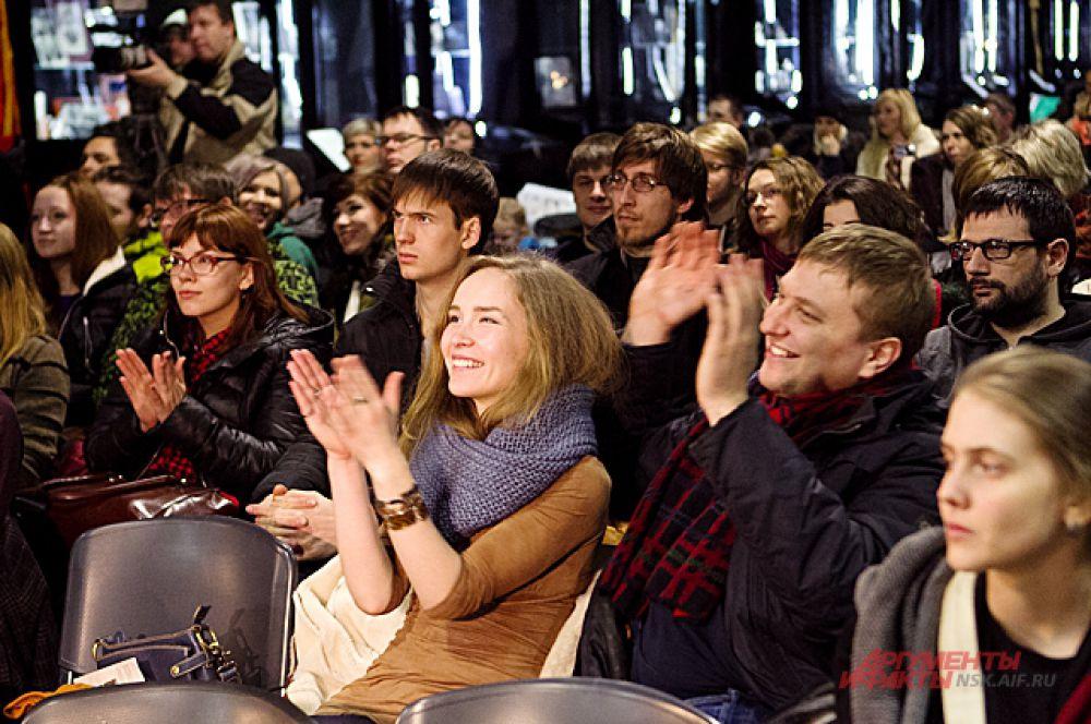 Публика на концерт пришла разная, но в основном это уважающая рок молодёжь.