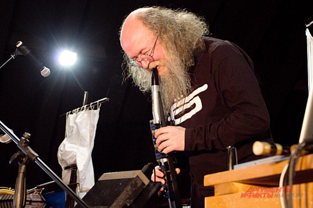 Сергей Фёдорович привёз с собой флейту, которой искусно владеет.