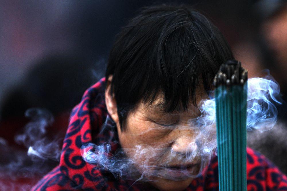Сегодня сложно сказать, когда китайцы начали отмечать Праздник Весны. По предположениям ученых, его история насчитывает более тысячи лет. Чуньцзе считается самым главным праздником в Китае, и, в первую очередь, семейным.