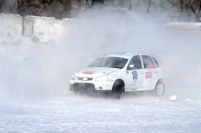 Зимние автогонки - для настоящих смельчаков.