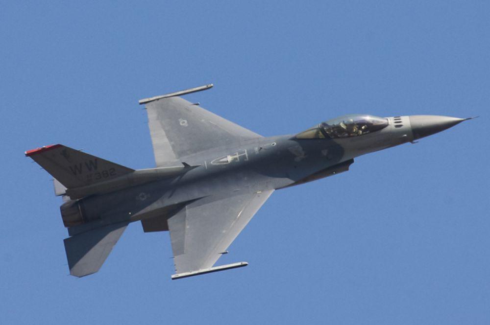 F-16. Истребитель ВВС США.