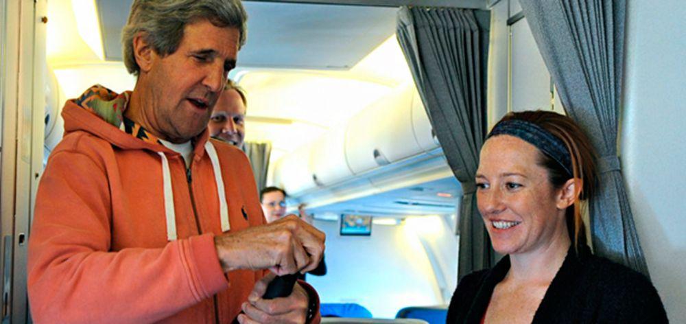 В 2004 году Псаки становится заместителем пресс-секретаря в предвыборной кампании Джона Керри. В 2005–2006 годах Псаки работала директором по связям с общественностью члена палаты представителей Джозефа Краули и местным пресс-секретарём кампании Конгресса демократической партии.