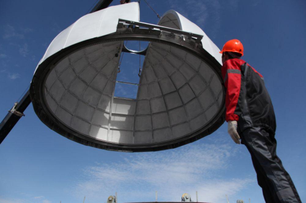 Купол изготовлен методом таркретирования — нанесения бетонного раствора под давлением,  для чего изготавливалась специальная полусферическая форма.