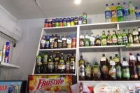 Алкогольные коктейли-энергетики продаются как в сетевых магазинах, так и в розничных