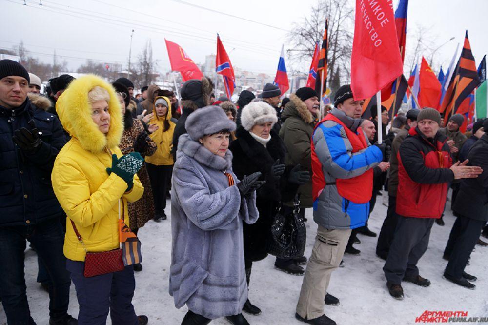 Среди основных лозунгов – «Запад, останови бойню на Донбассе», «Наша страна – наши правила» и другие. Митинг длился около двух часов.