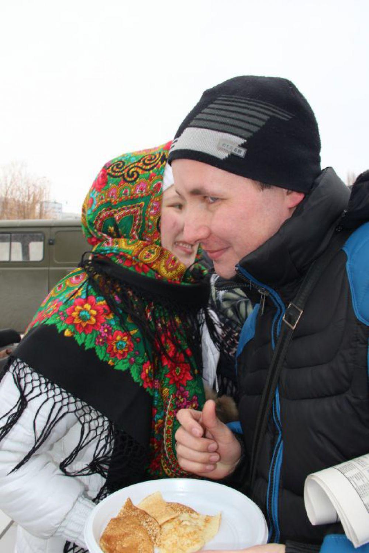 Конкурс блинов и поцелуев