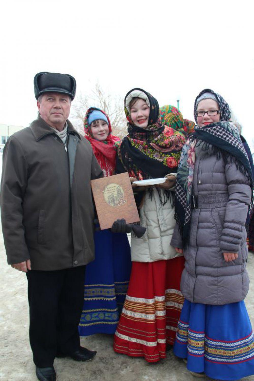 Красны девицы-певицы и серьёзный депутат с «Легендами» от «АиФ»