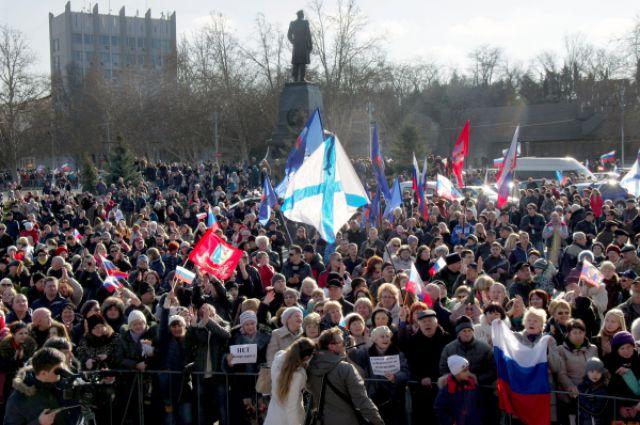 Участники митинга движения «Антимайдан» в Севастополе.