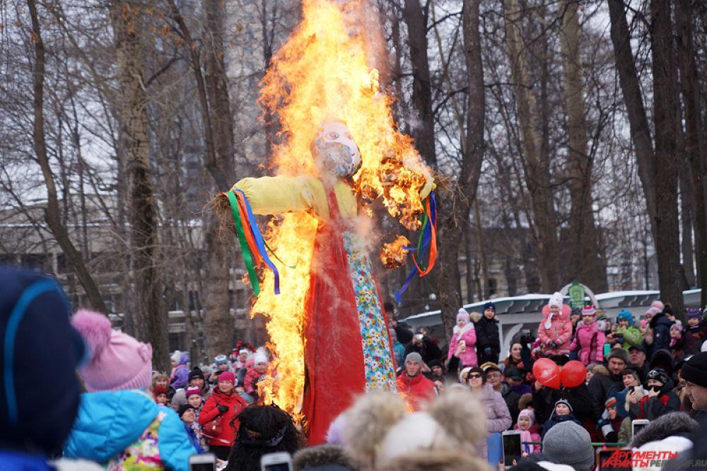 Кульминацией Масленицы является сжигание чучела Зимы. По поверьям, после этого уходит холодная погода и наступает солнечная весна.