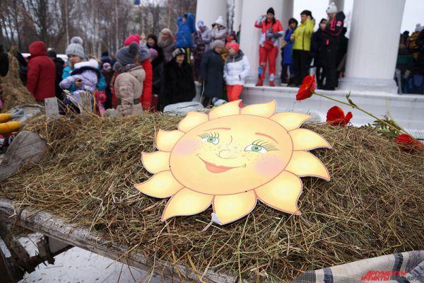 Блины в Масленицу имели ритуальное значение: круглые, горячие, они символизировали солнце.
