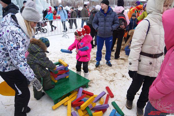 Главные же события развернулись в ледовом городке «Буква-Град».