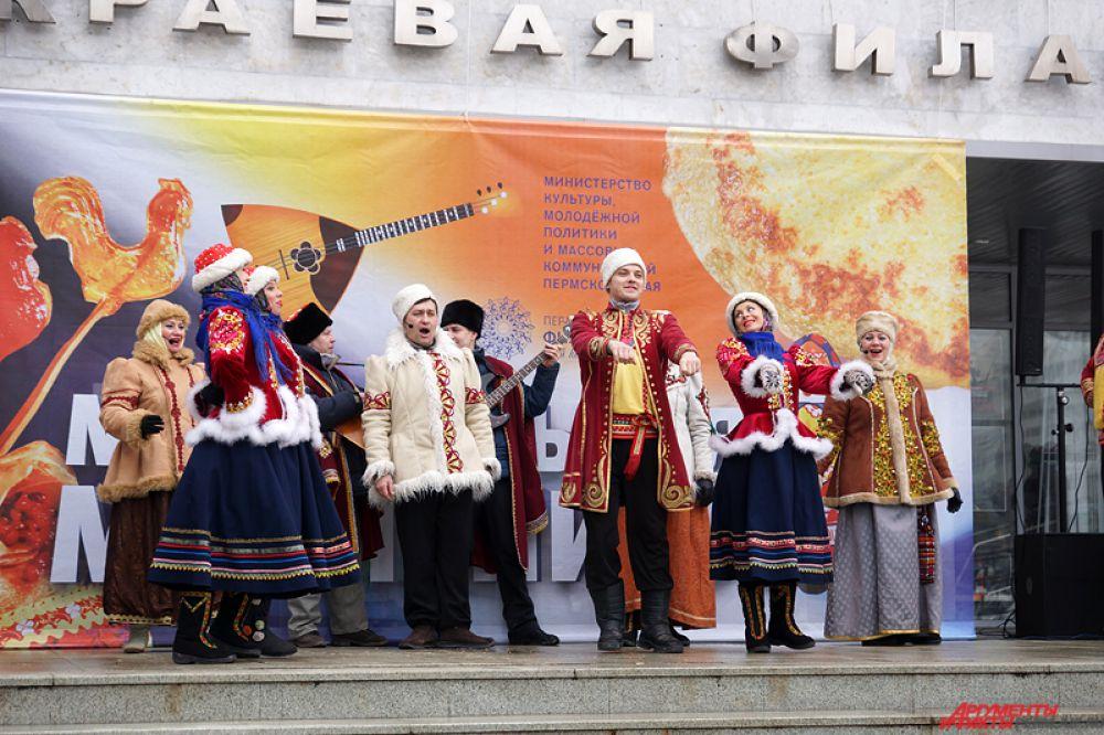Музыкальная масленица с плясками и танцами состоялась на площадке перед Органным концертным залом.