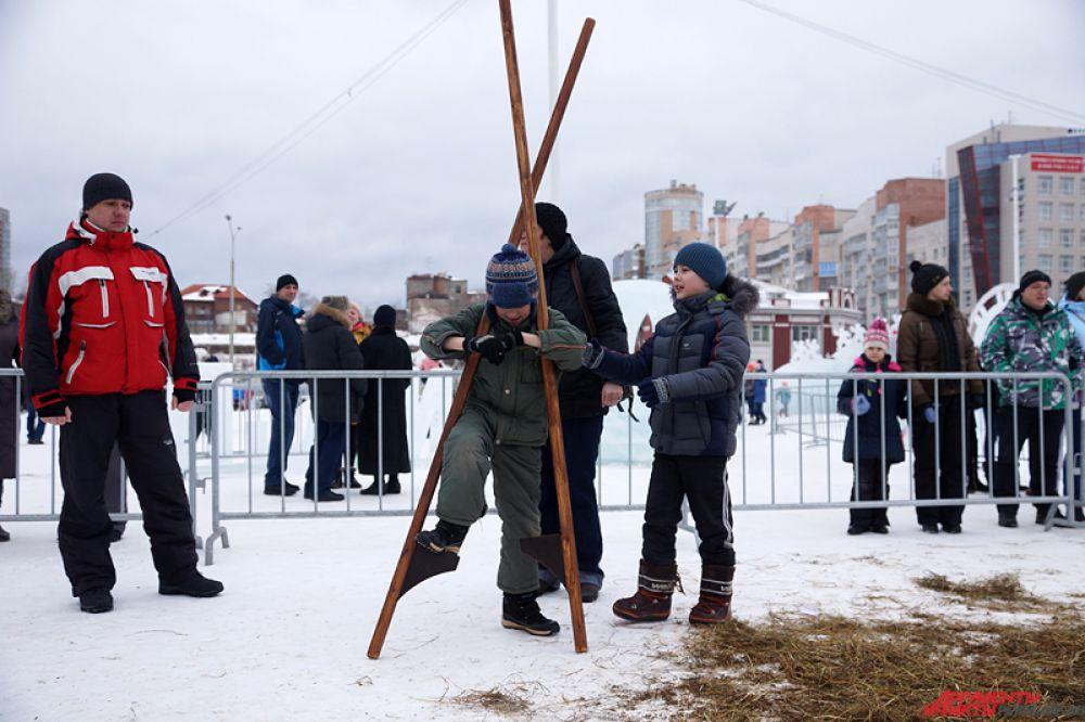 Для гостей ледового городка были подготовлены спортивные состязания, игры в «городки» и «салки» и многое другое.