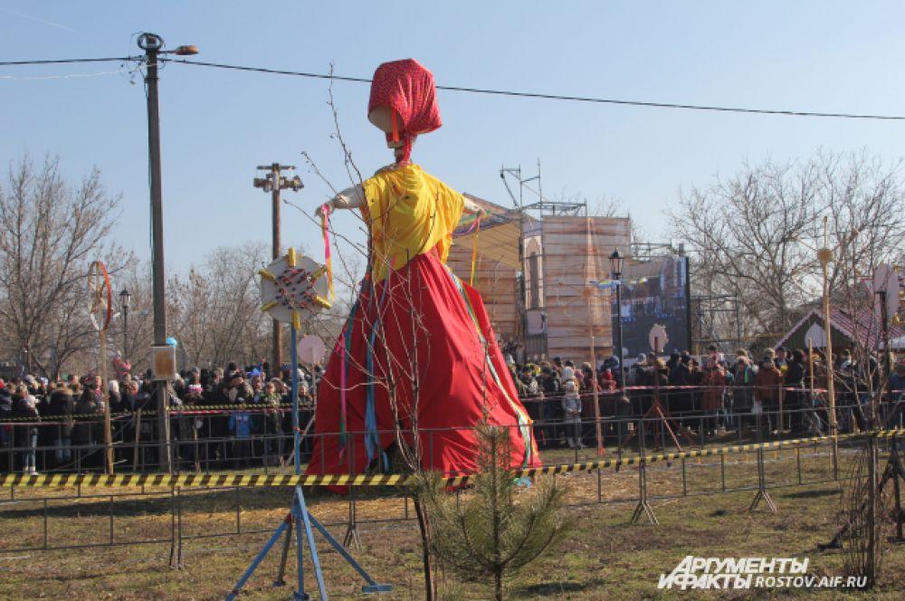 Этому чучелу Матрёне не повезёт - её сожгут. Кукла-мотанка является олицетворением лютой зимы.