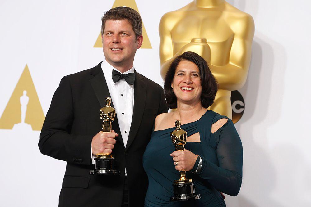 """Адам Штокхаузен и Анна Пиннок получили приз за лучшую работу художника («Отель """"Гранд Будапешт""""»)."""