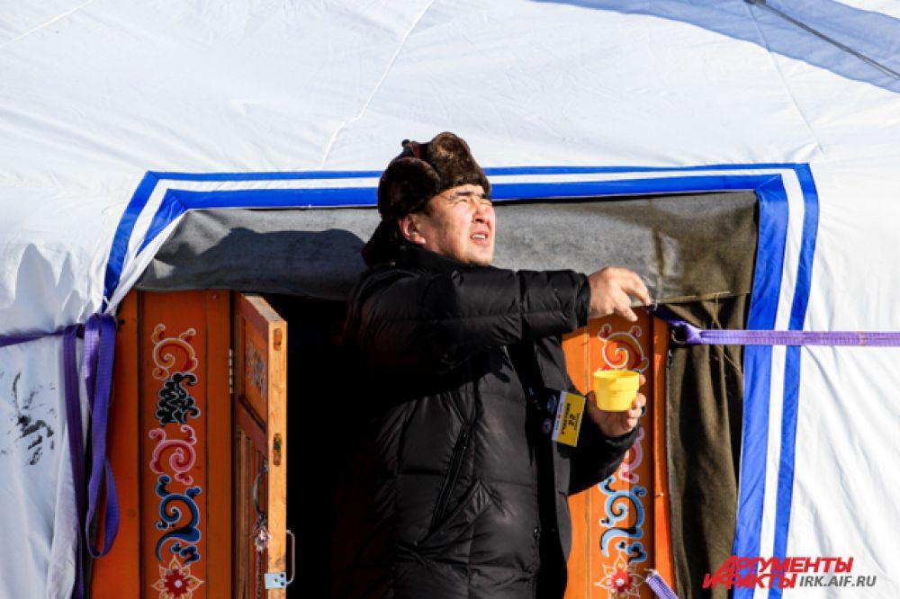 Не обошлось и без байкальских традиций. Перед матчем шаман провел обряд на удачу.