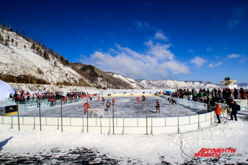 Кстати, в этом году лед Байкала вызывает опасения у МЧС.