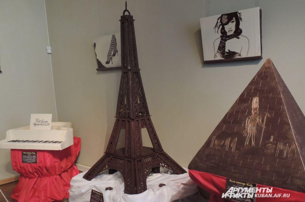 Эйфелева башня выполнена из 512 шоколадный частей, весит около 45 кг. Высота – 2 метра. Все детали башни склеены горячим шоколадом, покрыты пищевым лаком. Автору потребовалось 3 недели на изготовление.