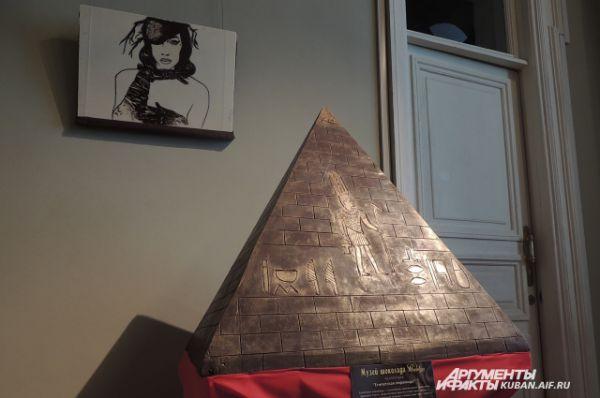 Египетская пирамида. Вес 12 кг.