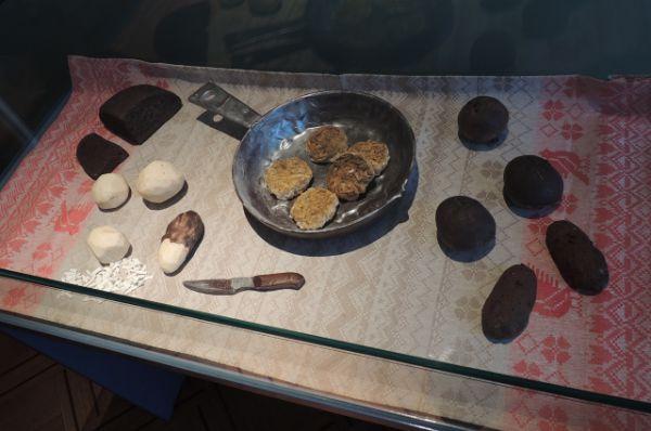 Шоколадный «обед» – картошка, котлеты, свекла и кусочек черного хлеба.