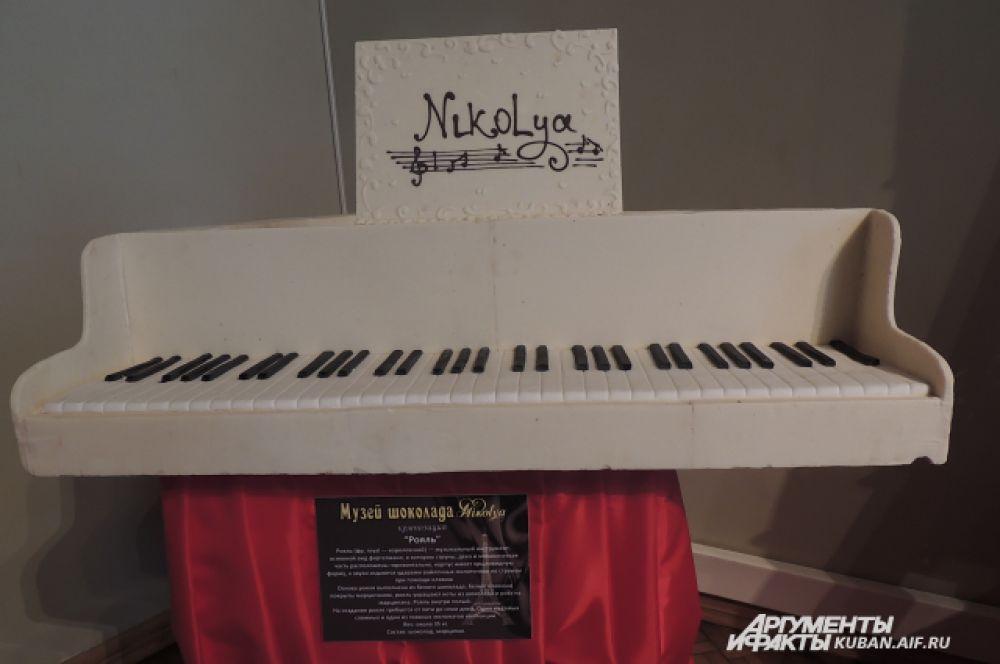Основа рояля выполнена из белого шоколада, белые клавиши покрыты марципаном. Внутри рояль полый. Вес изделия 35 кг, срок изготовления – от трех до пяти дней.