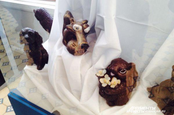 Известный персонаж мультфильма «Ледниковый период» белка с орехом.