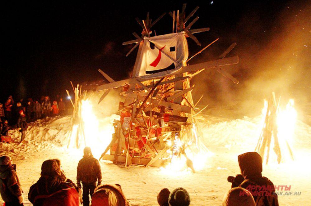 Кульминация праздника - сожжение чучела зимы.
